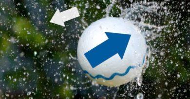bir oyuncak topun hidronamik kaldırma ile havada kalması
